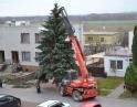 listopad 2013 - Stavění vánočního stromu u Obecního úřadu